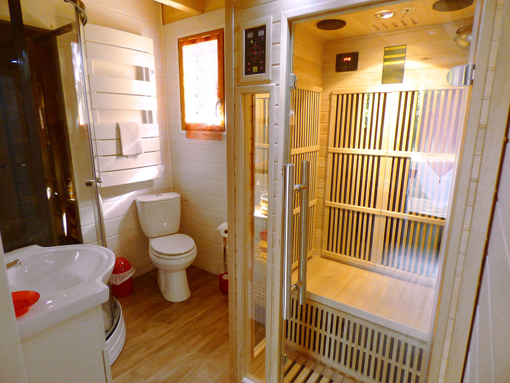 salle de bain avec sauna top chambre duhtes n suzay la cle des champs with salle de bain avec. Black Bedroom Furniture Sets. Home Design Ideas