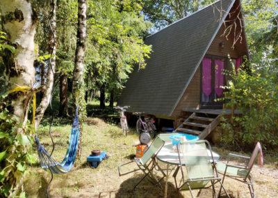 Camping devant la cabane familiale
